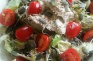 lunchsalade met basilicumspread